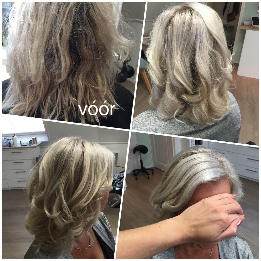 >Deze dame wilde al jaren naar een as-blonde kleur. Na 2 bezoekjes bij kapsalon MOOI is het een super kleur geworden. Ze houdt het zelf erg goed bij met een silver shampoo, silver conditioner en een silver schuim. Alleen op deze manier houdt ze de kleur zo mooi!